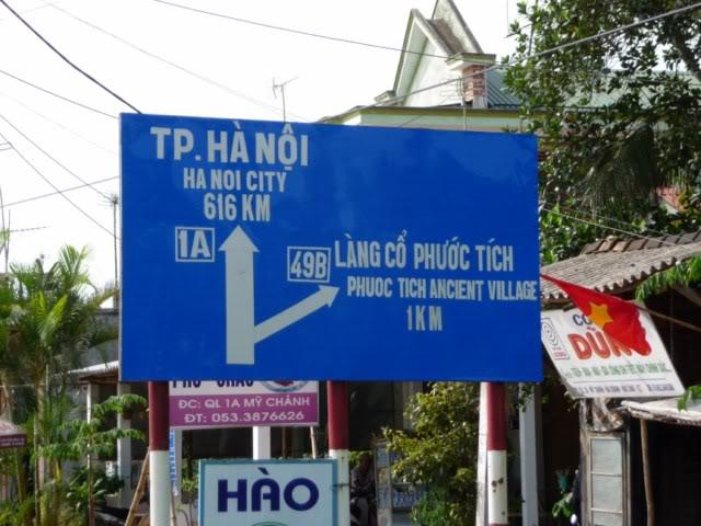 Làng cổ Phước Tích nằm giáp ranh với Quảng Trị, dọc theo dòng sông Ô Lâu hiền hòa ...