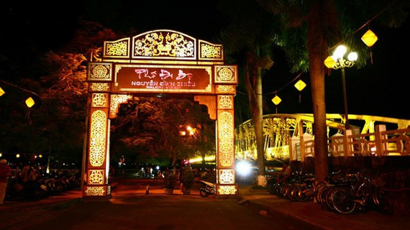Địa điểm du lịch Huế phos đi bộ Nguyễn Đình Chiểu