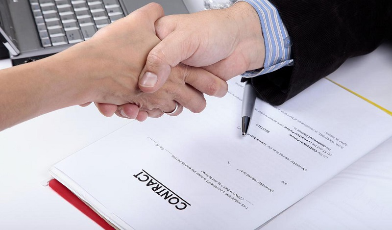 Ký hợp đồng cho thuê xe máy ở Huế